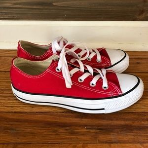 Red low top converse Chuck Taylor